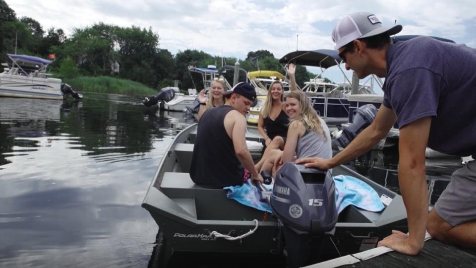 Pontoon & Aluminum Boat Rentals